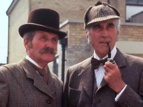 Patrick Macnee (Dr. Watson) et Christopher Lee (Sherlock Holmes)