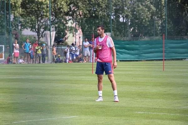 """Au sein de la """"grande famille"""" OL, le capitaine de l'équipe masculine, Maxime Gonalons, est née la même année qu'Amandine Henry, en 1989. ©LM/Rue89Lyon"""