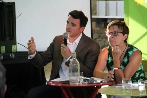 Eric Piolle et Maryvonne Boileau lors de la fête de l'écologie, le 31 août 2013 à Fontaine. Crédit : Page Facebook d'Eric Piolle.
