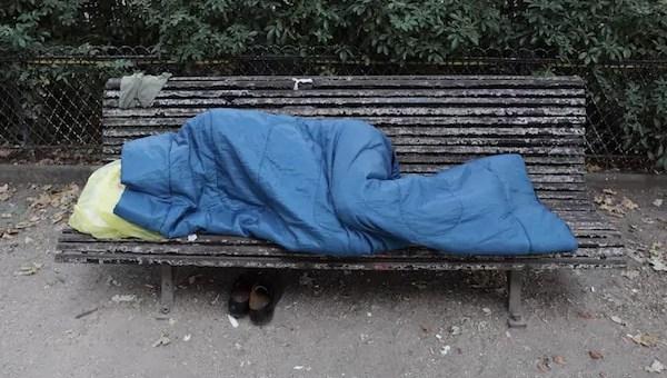À Lyon, moyens et astuces pour tenir la promesse d'Emmanuel Macron sur les sans-abri
