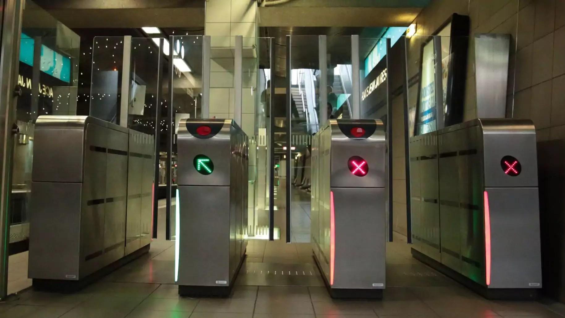 "Les ""couloirs rapides"" du métro lyonnais © Mélany Marfella"