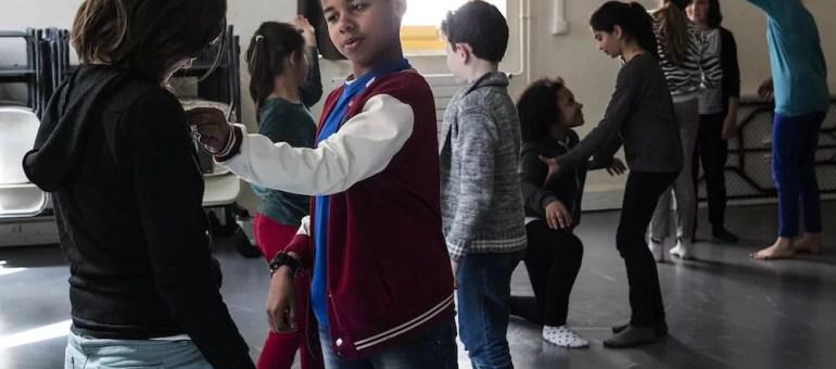 Variations citoyennes  3/5 : Liberté et esclavage dans une gestuelle d'enfants