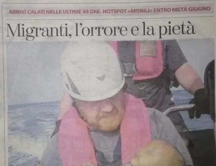 Naufrage en Méditerranée : la photo électrochoc d'un bébé bercé