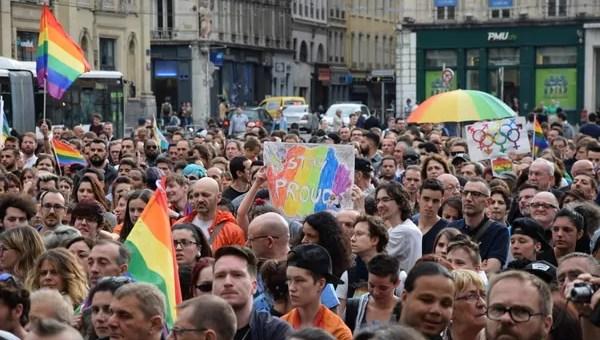 Environ 1000 personnes ont rendu hommage à Lyon aux victimes d'Orlando