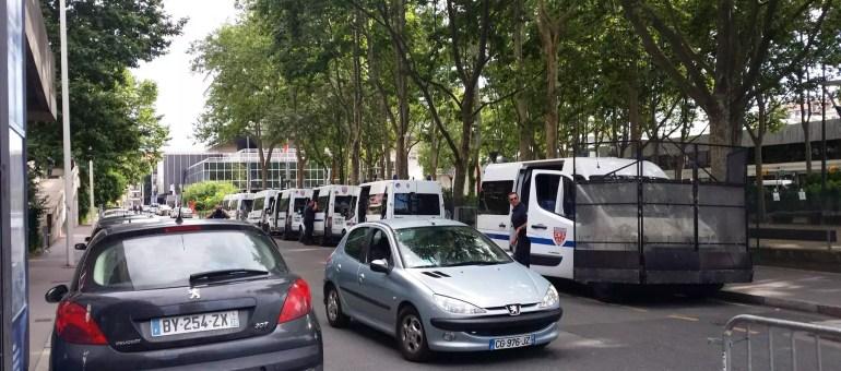 Manuel Valls à Lyon : 47 camions de CRS mais 0 manifestant