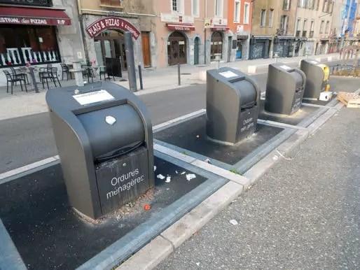 Poubelles de tri dans le quartier St-Laurent. Dans cette zone, on trouve également des bacs à compost. © Gaëlle Ydalini / Rue89Lyon
