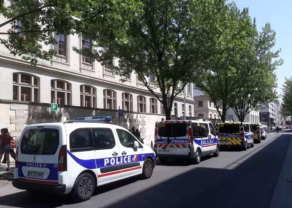 La police déployée autour du campus des Berges du Rhône de l'université Lyon 2. ©DR