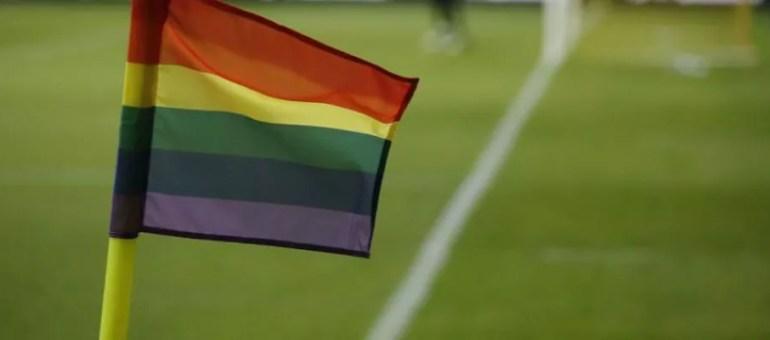 L'homosexualité dans le football : le même maillot mais pas les mêmes droits