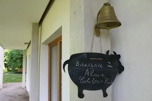 Pour prévenir les résidents d'Eco-Logis de la présence d'invités dans la chambre d'amis et afin que ceux-ci ne soient pas dérangés, une ardoise a été placée devant la porte. (LJ / Rue89 Strasbourg)