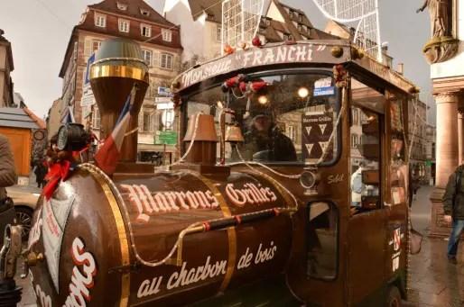 La traditionnelle locomotive à marrons, imaginée par le grand-pète d'Issam Faress, représentant de la quatrième génération de la famille Franchi (Photo FB / Rue89 Strasbourg)