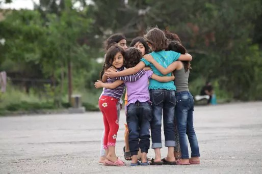 fillettes réfugiées camp Harmanli