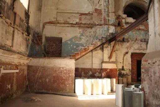 La ville ne compte plus que 150 Juifs. L'ancienne synagogue est en cours de réaffectation grâce à un mécène privé. Les travaux ont démarré début 2014. (Photo Bulli Tour)
