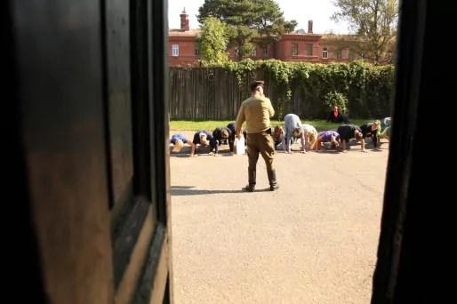 Ici les guides ont des uniformes et les visiteurs obéissent au doigt et à l'oeil.
