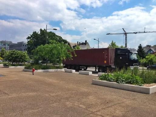 Peu végétalisé et avec de nombreux camions, l'avenue du Rhin est l'axe le plus pollué de Strasbourg (photo JFG/Rue89 Strasbourg)