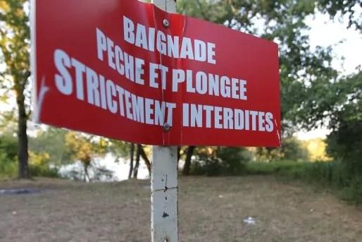 "Bientôt la ""baignade interdite"" sera remplacée par ""baignade dangereuse"". (A.F)"