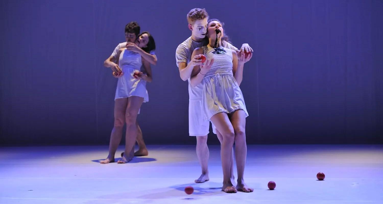 «Clowns & Queens» au Maillon : le jonglage au service de la poésie