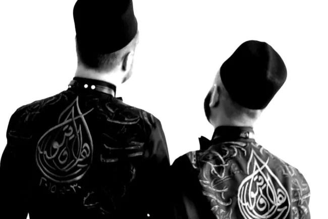 Couple de mariés gays et musulmans