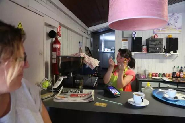 Véronique, gérante du club-house Le Relais (photo LL / Rue89 Strasbourg / cc)