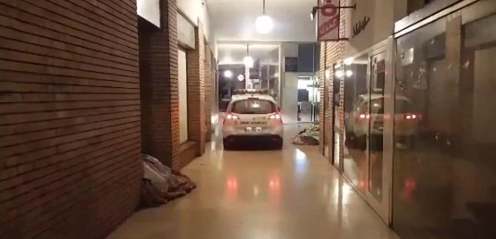 Une vidéo montre la police municipale réveiller les SDF en voiture