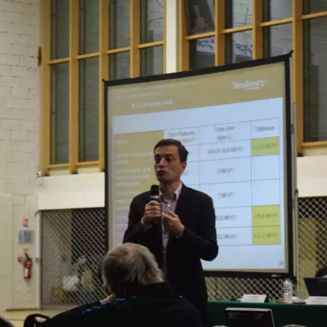 Alain Fontanel, premier adjoint au maire et président de la CTS, a voulu rester ferme et direct face au Collectif, ce qui a eu le don d'agacer les participants à la réunion (Photo CG / Rue89 Strasbourg)