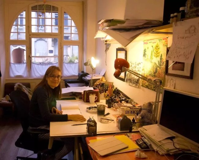 Portrait Clotilde Perrin dans son atelier à Strasbourg.