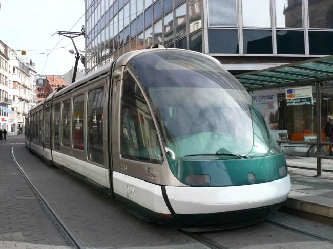 Le tramway de Strasbourg, rare les jours de Fête de la musique (Photo Jean-Christophe / FlickR / cc)