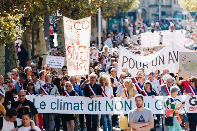 Entre 4000 et 5000 personnes se sont mobilisées pour manifester en faveur du climat et contre le grand contournement ouest de Strasbourg (GCO) samedi 8 septembre. (Photo Abdesslam Mirdass)