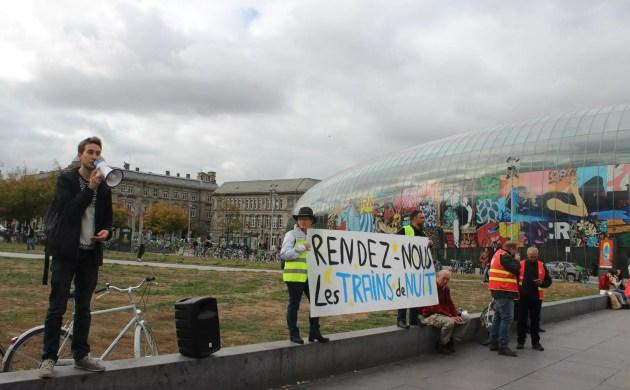 """Nicolas Forien est un usager, représentant du collectif """"Oui au train de nuit"""" venu de Paris pour le rassemblement strasbourgeois (photo JFG / Rue89 Strasbourg)"""