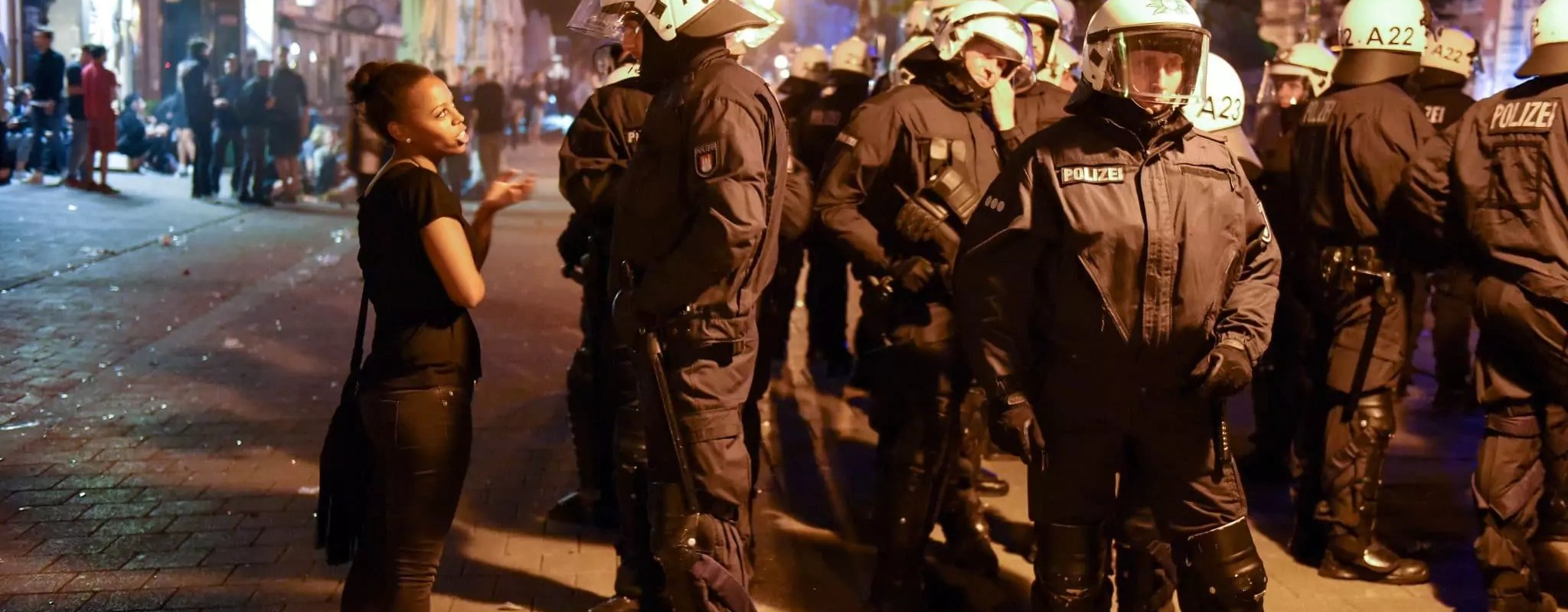 Sans grenade, ni flash-ball et LBD, comment l'Allemagne gère ses manifestations