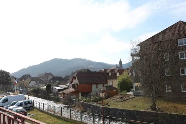 Toute la petite famille et les enfants accueillis vivent dans une petite commune au bord de l'eau (Photo DL/Rue 89 Strasbourg/cc)