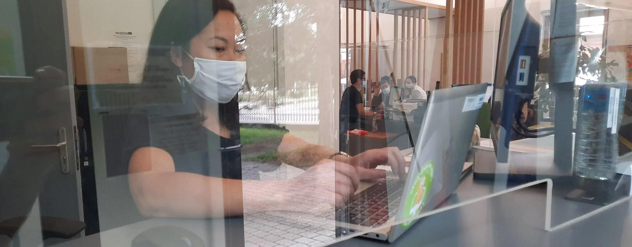 Face à la multiplication des démarches numériques, un accompagnement dépassé dans les quartiers