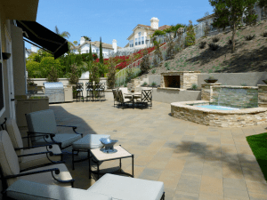 Orange County contemporary styled back yard