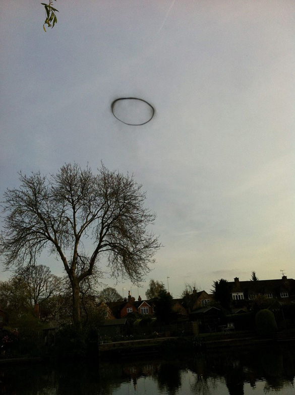 Black-Ring-of-Lemington-Spa-UFO