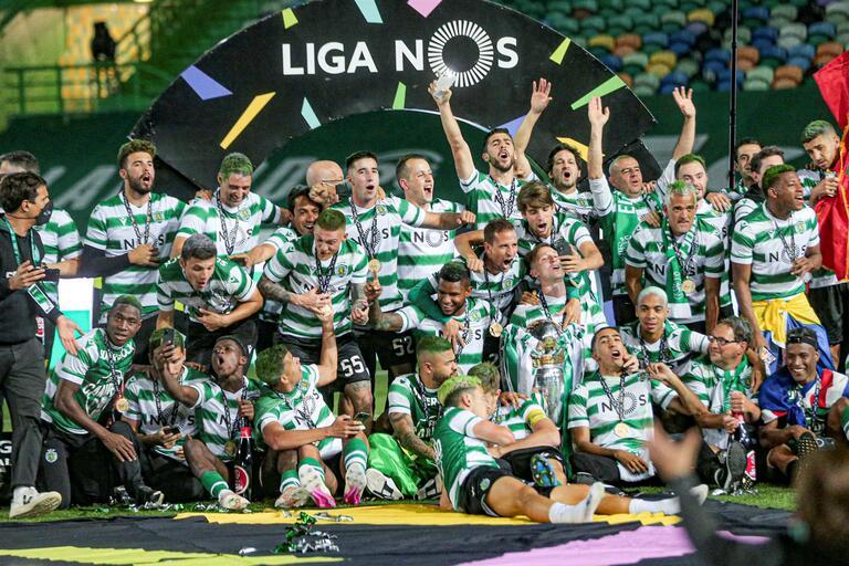 O campeonato de futebol - talvez a conquista mais aclamada da época.