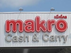 Makro Thailand Logo Makro Siam Logo vor blauem Himmel