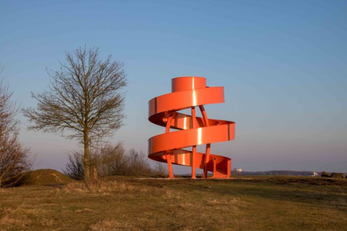 Die orangefarbige Landmarke