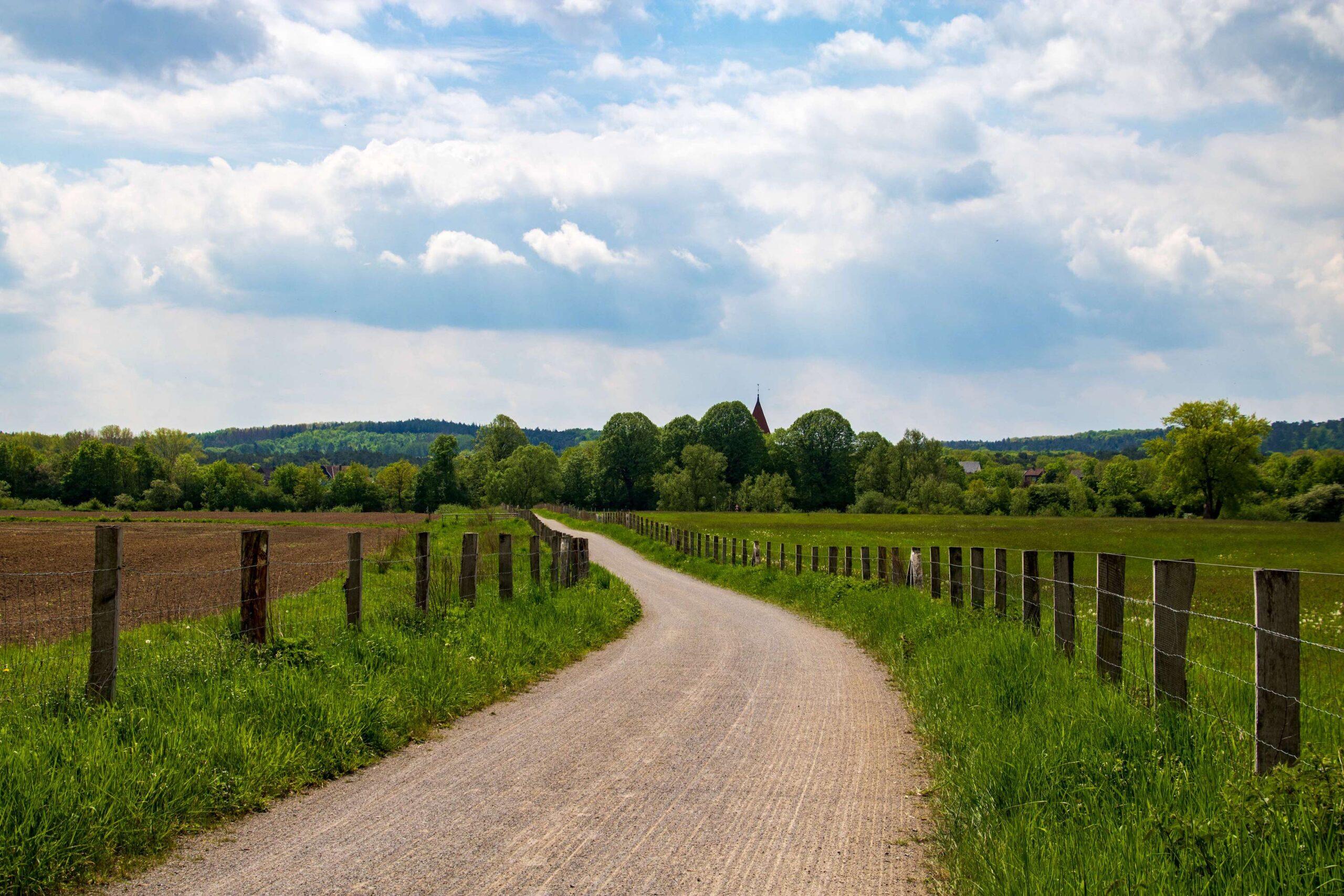 Wanderweg mit Blick auf Flaesheim