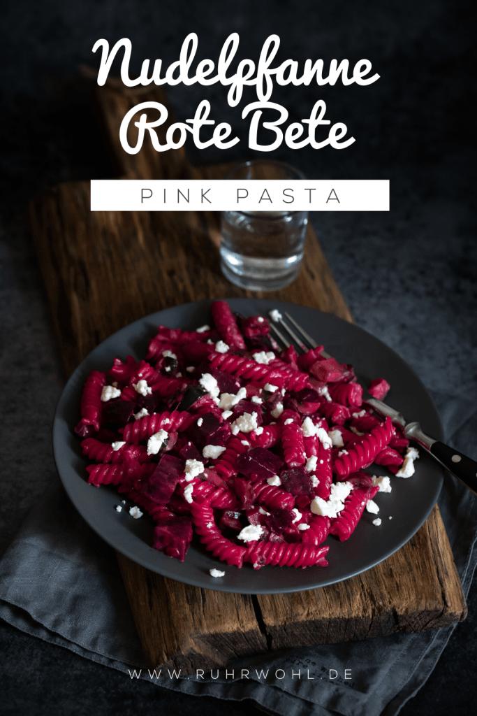 Pasta mit Roter Bete, Zucchini, Erbsen und Feta