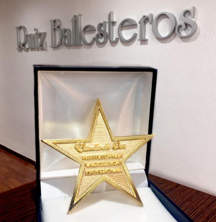 Estrella de Oro en reconocimiento al compromiso con la excelencia del despacho de Ruiz Ballesteros Abogados y Asesores Fiscales
