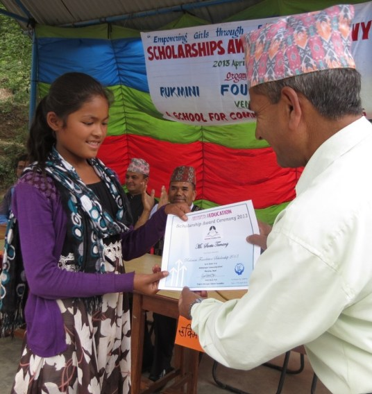 Sweta, who made the wonderful poster of the logo with new scholars' names receives her scholarship.