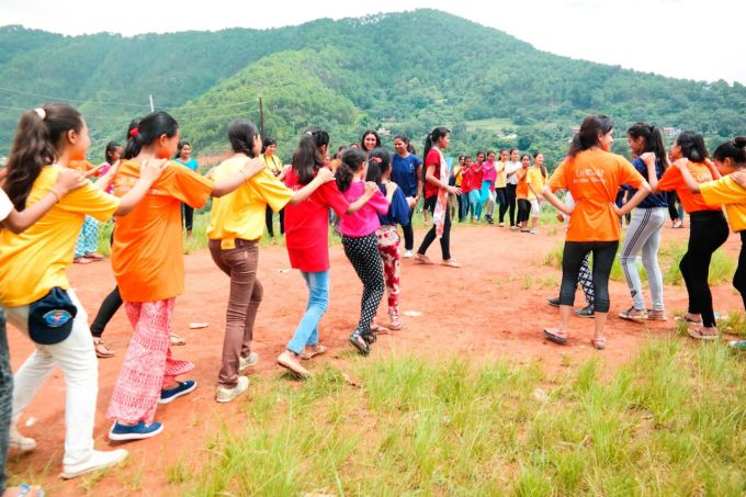 Girls join game named _Help you friend get the ball_ on 2nd day of Litcamp