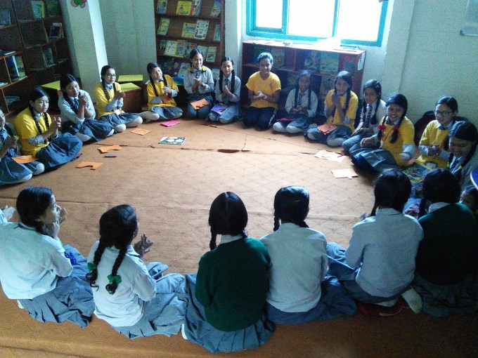 mentor-sushmita-from-litclub-sikharapur-discuss-with-her-girls-about-what-are-they-likes-and-dislikes-during-belonging-session