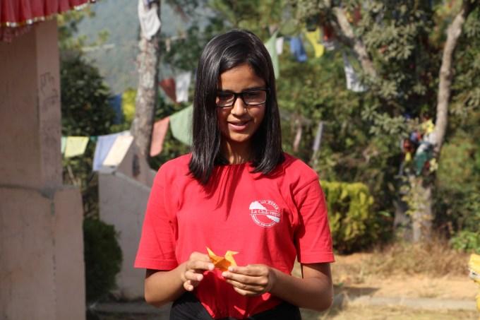 sisham-explaining-about-her-orange-bird