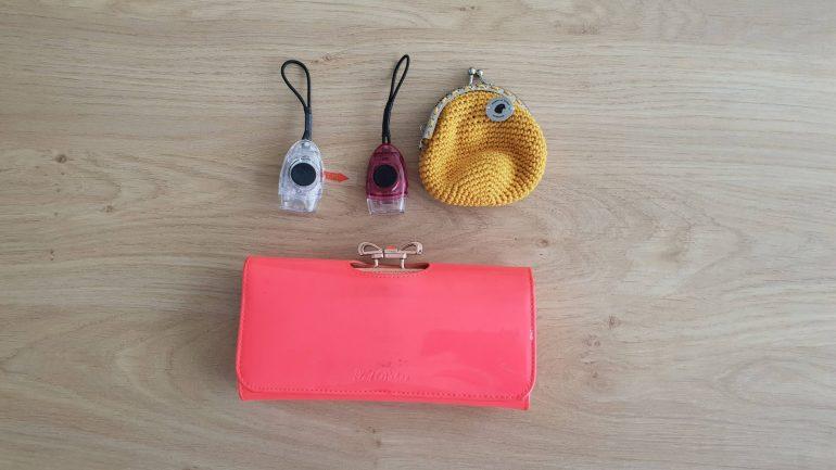 De extra lampjes, het portemonneetje van Inge en mijn gewone portemonnee, ter vergelijking.