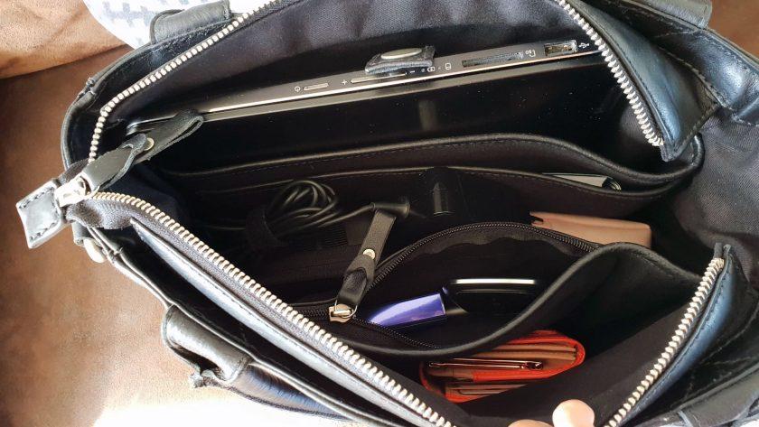 De tas gevuld met mijn spullen.