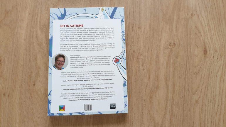 Dit is autisme de achterkant van het boek.
