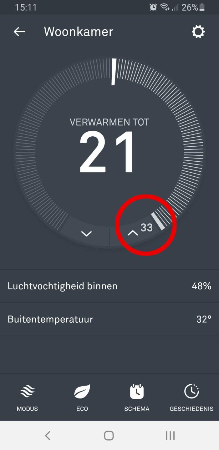 Nest Thermostaat verwarmen tot 21 graden, rood omcirkeld de binnentemperatuur van 33 graden.