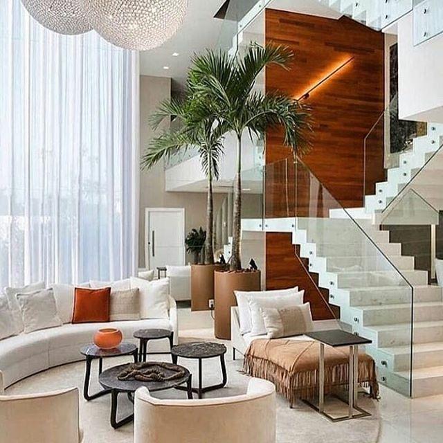 Ruang keluarga dengan void tinggi dan design tangga yang mewah .  Jangan lupa like dan comment biar kami tau apa yang anda suka