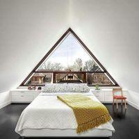 Kamar di atap rumah anda bisa juga menjadi cozy seperti ini .  Jangan lupa like dan comment biar kami tau design apa yang anda suka