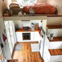 Rumah Kecil? Tidak masalah, tangga yang unik yang punya tempat Simpan barang dan ruang tidur loft